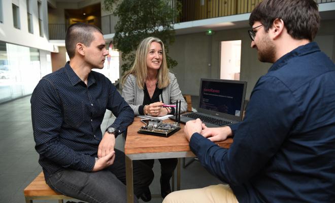 Photo de dirigeants au MIBI, une pépinière du BIC de Montpellier dédiée aux entreprises internationales