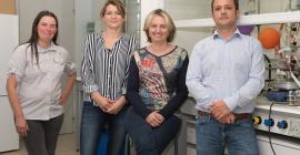 Karine Chorro (deuxième en partant de la droite) avec l'équipe de Phost'In Therapeutics. @Pierre Bruynooghe